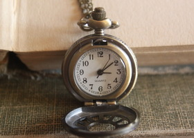 Working Pocket Watch Necklace in Antique Bronze