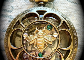 exceptionally detailed golden honey bee locket