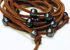 100 cm Rustic BROWN suede LEATHER rope of organic BLaCk FreshWater PEARLS necklace & bracelet ACCessoRy
