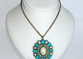 Blue elegance vintage necklace