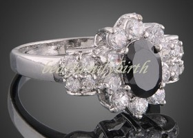 Beautiful 18k gp  Swarovski Crystal Ring Size 8
