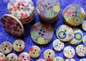 50Pcs Mixed Painted Wood Buttons