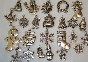 24 Holiday Charms