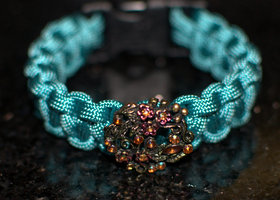 Paracord Bracelet With Sparkly Flower Button