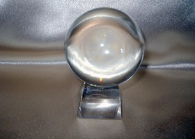 Leaded crystal stand for gazing ball