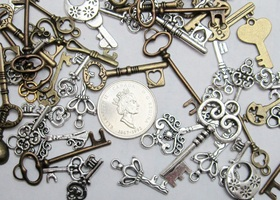 31 Mixed Fancy Silver and Brass Key Charms