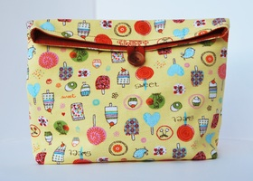 Reusable snack bag with summer items