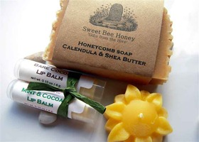 Relax Gift Set - Honeycomb Soap, Lip Balms and Beeswax Candle