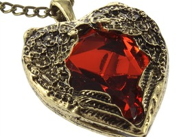 Beautiful Vintage Style Red Heart Necklace