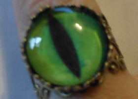 Green Cat Eye Bronze Filigree Ring