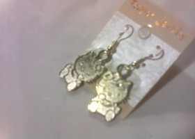 Hello Kitty Dangle Earrings