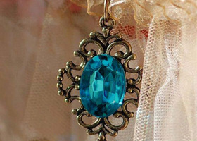 Blue stone vintage necklace