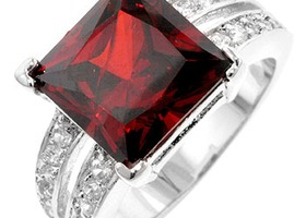 7.4 CT Garnet Princess Ring!