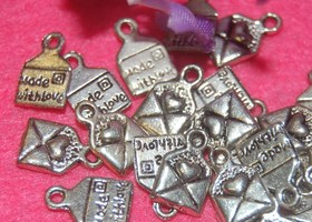 20 Made With Love Charms