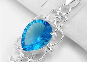31ct Sky Blue Topaz Gemstone embed in .925 stamped Silver