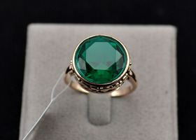 18 K Emerald Ring Size 6.5