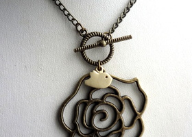 Vintage Style Rose Necklace