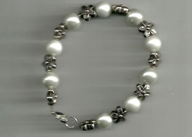 Glass Pearl and Flower Charm Bracelet