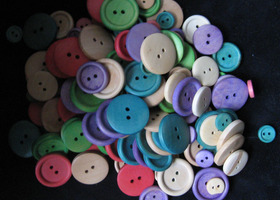 200 Wooden Buttons, as shown