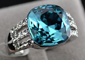 18k White Gold Plated Ring w Blue Aquamarine Swarovski Crystal Size 7.5