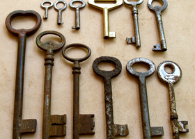 Lot of 12 Vintage Skeleton Keys - Great addition for your art and craft. (lot 31).