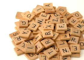 **LOT OF 50 VINTAGE SCRABBLE LETTERS - RANDOM MIX**