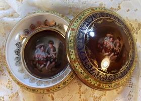 Antique Covered Round Porcelain Box Carlsbad Czechoslovakia - GLORIA.