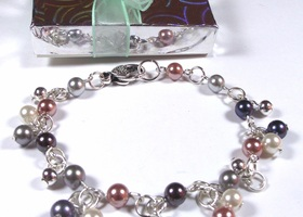 Genuine pearls bracelet with silver beads and heart closure