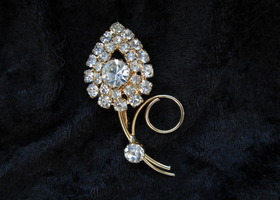 Clear rhinestone flower Brooch vintage chic timeless