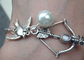 The Hunger Games Inspired Bow with Mockingjay and Pearl great Bracelet-antique silverFrom raibowluorainbowluo