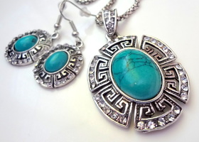 Beautiful Turquoise wih Rhinestone Pendant Necklace and Earrings