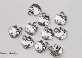 10 Hello Kitty Charms