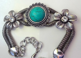 Beautiful Turquoise Bracelet with Antique Silver Snake Chain