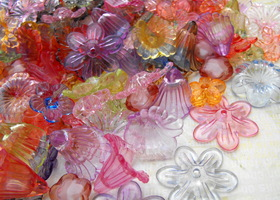 100 Piece Surprise Mix Transparent Acrylic Floral Beads