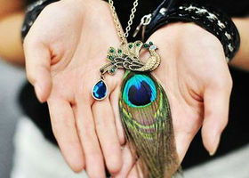 BIG BEAUTIFUL Peacock Feather Statement Necklace with matching earrings