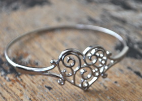 Beautiful and Delicate Heart Bangle Bracelet