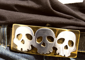 Triple Skull Rocker Belt Buckle by WATTO Distinctive Me