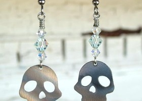 Sparkling Skull Earrings by WATTO