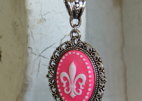 Pink Fleur-de-lis Cameo on Silver-plated Chain Necklace