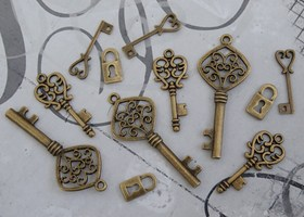 Keys 'n' Locks - 12 Piece Charm Set