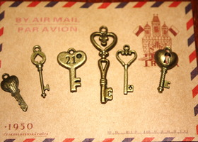Antique Style Bronze Key Charms