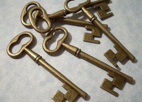 10 Large Bronze Skeleton Keys 2.25 Inch