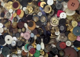 Lot of over 300 buttons