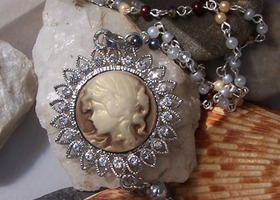 Elegant Victorian Cameo and Pearls Necklace