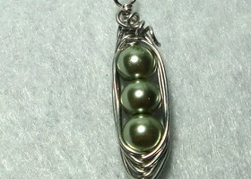 Pea Pod Pendant - (CHOOSE YOUR COLOR