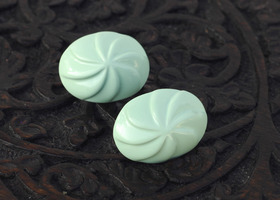 Vintage Mint Green Swirl Kiss Earrings