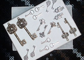 19 Ornate Lovely Key Charms