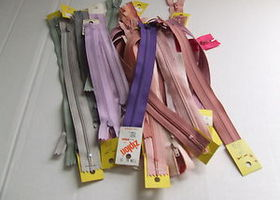 "Mixed lot of 6"" - 7"" - 9"" pink/lavender/grey zippers..."