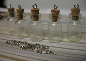 10 x Glass bottles with eye hooks