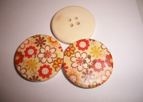 30 Wooden Flower Print Buttons